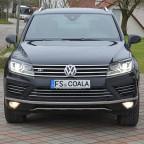 Vergleich Lichtfarbe/Helligkeit Leuchtmittel Nebelscheinwerfer/Abbiegelicht: Fahrerseite Osram Cool Blue Intense, Beifahrerseite Werksbestückung.