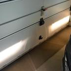 Vergleich Lichtfarbe/Helligkeit Leuchtmittel Nebelscheinwerfer/Abbiegelicht: Links Osram Cool Blue Intense, rechts Werksbestückung.