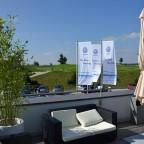 """Kurze Pause bei prachtvollem Spätsommerwetter, Cappucino und Eis auf der Dachterrasse des Restaurant """"Süden""""."""